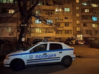 На 5-ия етаж в този блок е в центъра на Пловдив е станала кървавото братоубийство. Снимки: Руслан Йорданов
