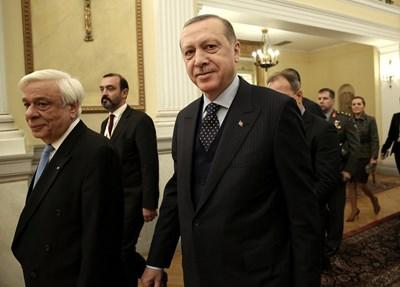 Гръцкият президент Прокопис Павлопулос и турският му колега Реджеп Тайип Ердоган се срещнаха днес в Атина, където Ердоган е на историческо посещение Снимка: Ройтерс