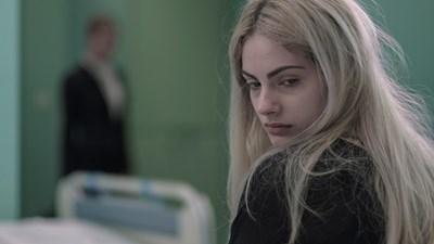 Тара Талер в ролята на ученичката бунтарка Бланка  СНИМКИ: НВО