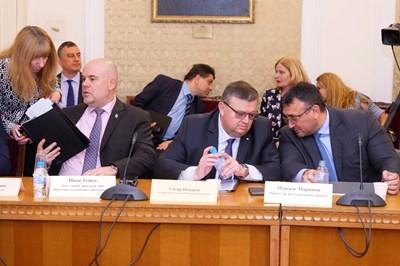 Главният прокурор Сотир Цацаров, заместникът му Иван Гешев и министърът на вътрешните работи Младен Маринов на заседанието на комисията. СНИМКА: Йордан Симeонов