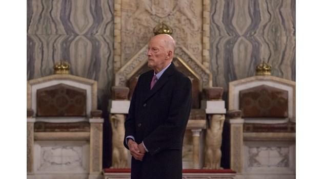 Как царят дари Торинската плащаница на Ватикана
