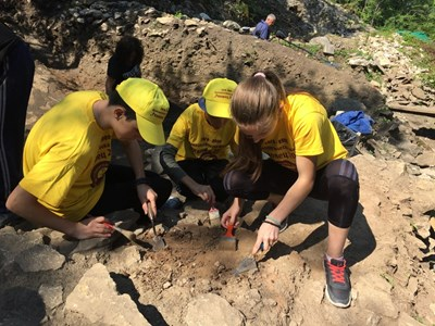 Ученици работиха в първа по рода си археологическа школа на разкопките