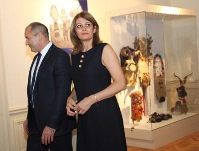 Президентът Румен Радев има на влог само 20 500 лв., а съпругата му Десислава получила 12 000 от заплата.