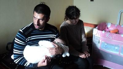 Младото семейство иска едно - само да се грижи за Денис. Трябва им обаче малко помощ, най-вече социален асистент. СНИМКИ: АВТОРЪТ