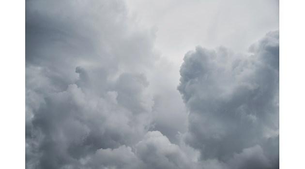 Облачно и дъждовно и утре, ще има условия за поледици