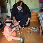 Заместник-министърът на труда и социалната политика Адриана Стоименова посети още в първите дни  момиченцето, за да види какви са условията в приемното семейство.