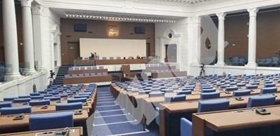Депутатите гласуват върнатите от Радев промени в Закона за съдебната власт