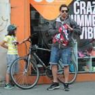 А Владо кара колело...