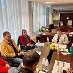 Министър Стела Балтова и заместникът й Ирена Георгиева представиха решения и спешни действия за предоставянето на отпуснатите за туризма средства Снимка: Министеството на туризма