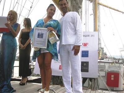 Август 2015 г., Морската гара във Варна - Мейзер получава награда за благотворителност от пиар агенция.