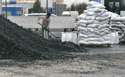 20 инспектори ще вземат пробите,  за да се види колко пепел и сяра  съдържат твърдите горива