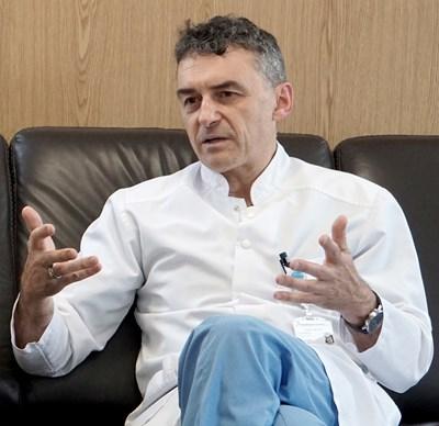 Проф. Иво Петров - специалистът по сърцата, който за всичко опитва първо безкръвно