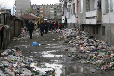 """В """"Столипиново"""" непрекъснато изникват боклуци."""