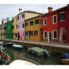 Отражението на разноцветните къщи във водите на каналите на Бурано допълва усещането, че си се вмъкнал в пощенска картичка. СНИМКИ: АВТОРЪТ