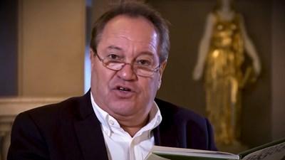 Георги Мамалев чете произведение на Вазов.