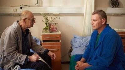 """Павел Поппандов (вляво) и Юлиан Вергов в кадър от филма """"Пепел върху слънцето"""""""