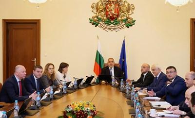 Премиерът Бойко Борисов разпореди да се спазва планът за съкращения на администрацията на първото заседание на правителството за тази година. СНИМКА: Йордан Симeонов