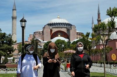 Общият брой на заразените с коронавируса в Турция достигна 168 340 СНИМКА: РОЙТЕРС