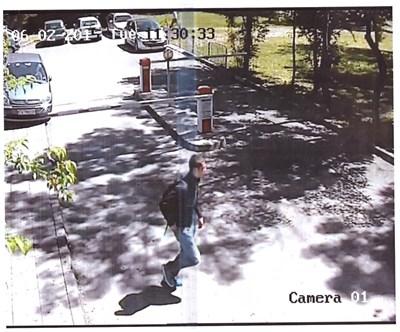 Кадър от видеокамерата, запечатала лицето на вероятния убиец на 15-годишния Георги в Борисовата градина преди 2 г.