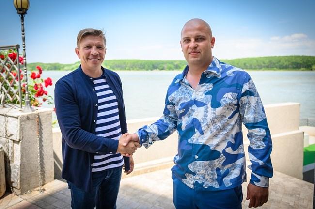 Мариус Барбу (вляво) и Владимир Рашков. Снимка: Георги Марков