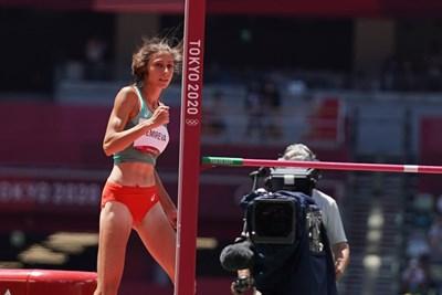 Мирела Демирева, след като с последния опит в квалификациите е преодоляла 195 см, за да стане 14-ата лекоатлетка, влетяла във финала на високия скок на олимпийските игри в Токио. СНИМКА: ЛЮБОМИР АСЕНОВ, LAP.BG