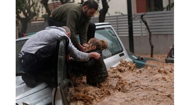 11 опасни циклона с бури и порои ни заобиколиха