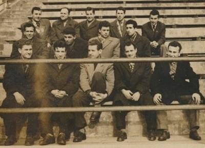 """Христо Лазаров-Ричката (четвъртият от ляво на дясно на горния ред) вкара единствения гол при предишната победа на """"моряците"""" при визита на """"Левски"""" в първенството през далечната 1958 г."""