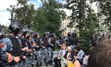 Докато в Русия горят пожари, властите са заети да обуздават несъгласните с режима на Путин