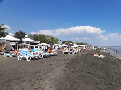 Плажовете продължават да са пълни и през септември. СНИМКА: Димчо Райков