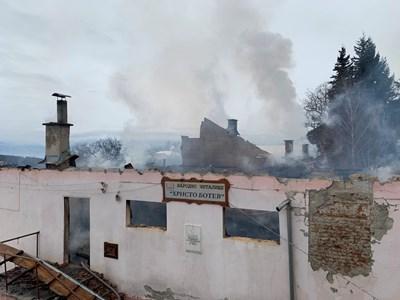 Изгорялото читалище в Скребатно. СНИМКА: Антоанета Маскръчка