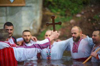 Ледено хоро и във врачанското село Зверино, глобяват кмета