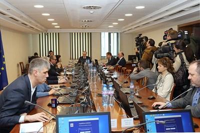 Съдийската колегия се събра на извънредно заседание в четвъртък, за да реши какво да прави, след като държавният секретар на САЩ съобщи за Андон Миталов.