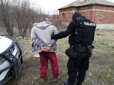 Над 10 са арестуваните по време на акцията срещу битовата престъпност в общините  Айтос и Кранобат. Снимки:МВР