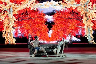 """Балетистите в """"Четирите годишни времена"""" танцуват с маски. СНИМКА: Ясуко Кагеяма"""