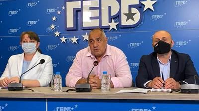 Борисов заедно с Томислав Дончев и Деница Сачева на брифинг на ГЕРБ