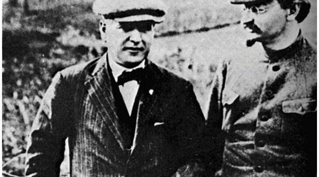 Кръстю Раковски се издига в съветската йерархия и е първи приятел с Ленин, но Сталин го включва в списъците за ликвидация