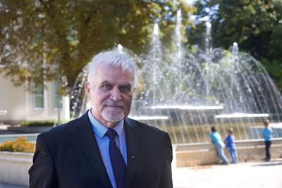 Денчо Бояджиев е юрист. 3 мандата кмет на Разград до 2015 г. Народен представител от ВНС и в настоящия парламент.