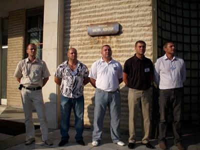 Петимата полицаи от Благоевград, осъдени на 7 г. затвор за смъртта на Ангел Димитров-Чората. Снимка: Архив