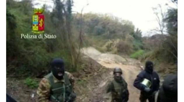 Заловиха видни мафиоти в Италия, укривали се в подземен бункер (Видео)