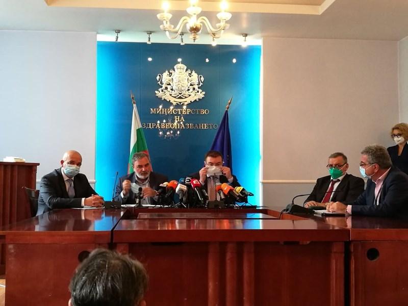 Ген. Мутафчийски, доц. Кунчев и министър Ангелов