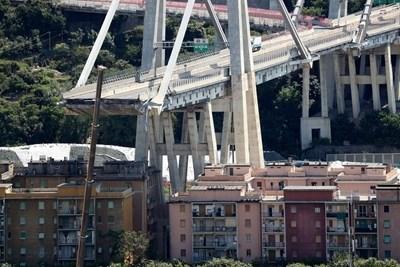 Рухналият мост в Генуа СНИМКА: Ройтерс