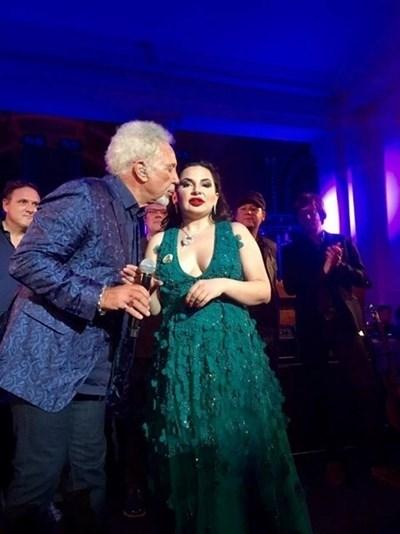 Музикалната легенда Том Джоунс е пял на рожден ден на Ружа Игнатова. Снимка Архив