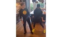 """Виктория Бекъм и синът й Ромео танцуват под звуците на """"Спайс гърлс"""" (Видео)"""