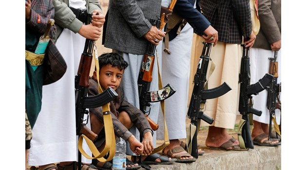Последователите на Houthi  на събиране в Сана, Йемен