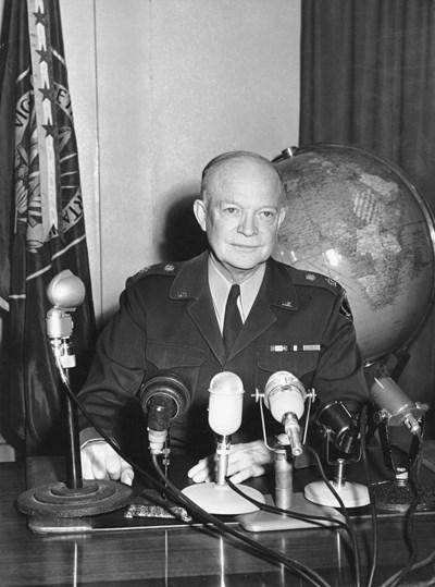 Ген. Айзенхауер провежда дръзки операции, за да накара Хитлер да отстъпи.