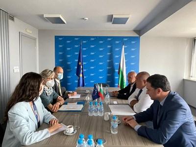 Председателят на ГЕРБ Бойко Борисов и неговите заместници Дончев и Митов се срещнаха с представители на Мисията за наблюдение на предсрочните парламентарни избори в България. СНИМКА: ГЕРБ