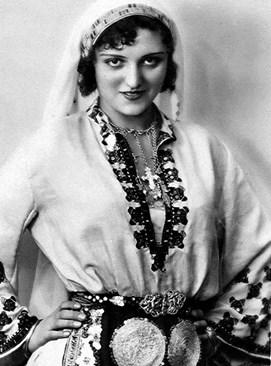 """КРАСАВИЦА: През 1930 г. Кунка Чобанова печели """"Мис България""""."""