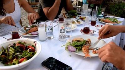 В механите в Турция се сервират мезета и се пие основно ракъ.