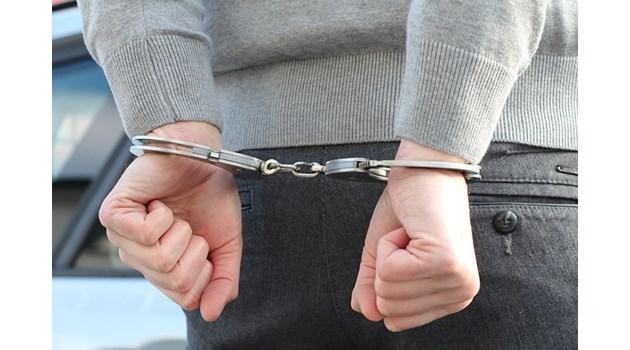 Надзирател в пловдивския затвор е задържан за лихварство