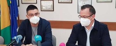 Прокуристът на болницата д-р Георги Желязков и кметът на Добрич Йордан Йорданов Снимка: Авторът